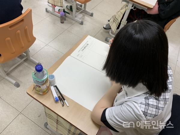 수능시험 전 마지막 모의고사인 9월 모의평가를 치르고 있는 학생.(사진=충북교육청)